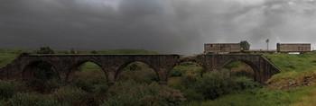 Граница / Мост через Иордан... Справа - Израиль, слева - Иордания.