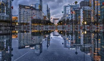 Пасмурный вечер. / После дождя.Париж,Дефанс.