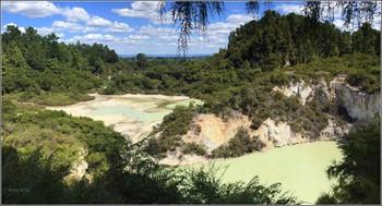 Удивительное в мире. / Это Новая Зеландия.Она находится на ю.з. Тихого океана.Территорию страны состовляют 2 острова-Южный и Северный,разднлённые проливом Кука. Из за большого колличества солей,серы и мнералов озёра здесь имеют различные цвета и оттенки...