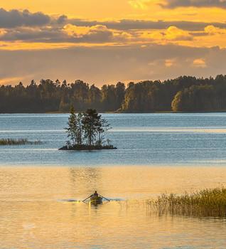 Летнее плавание / Озеро Вуокса.  Приозерский район. Из фотопроекта «Магия Ленинградской области».