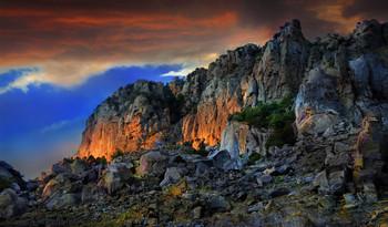 скала-накала / Крым, Алушта, дымящийся утюг на Демерджи