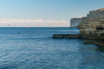 Тарханкут. Дельфинья бухта.... / Тарханкут. Раннее утро. В этой бухте промышляют кефаль, дельфины здесь частые гости....