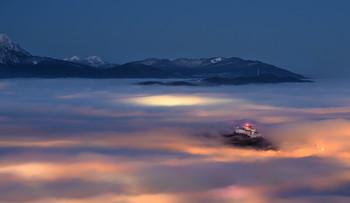 / Kurz vor Sonnenaufgang und Nebel aufgenommen vom Gaisberg