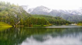 В горах Алтая.. / озеро