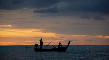 смотри закат. двое в лодке. о. Ко - Ланта. / Индийский океан   music: Rosa dos Ventos https://www.youtube.com/watch?v=i2S00KMgb6Y