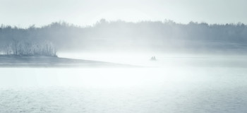 Туман на реке... / и рыбаки в лодке