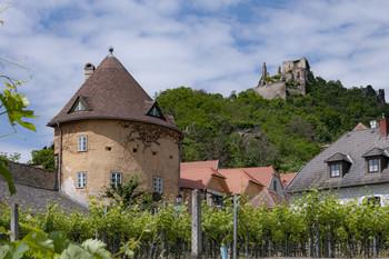 Дюрнштайн / Дюрнштайн - город в долине Вахау в Австрии. В замке, который в верхней части, был заточен Ричард Львинное Сердце в 12 в., плененный во время очередного Крестового похода