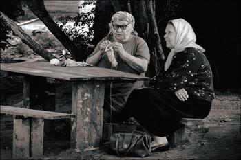 Вспоминая... / 1973год. Шёл с работы из института через двор и увидел двух милых старушек...