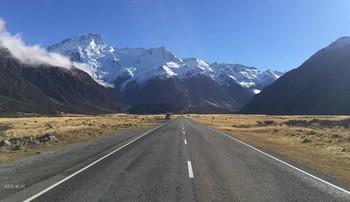Удивительное в мире.. / Дорога ведёт нас вперёд,где южные Альпы образуют высокий горный хребет в доль западного побережья острова Южный в Н.Зеландии.