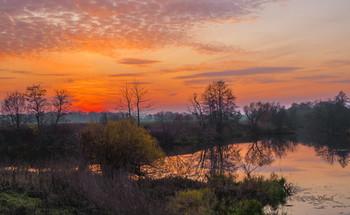 Осенний вечер. / Озеро Омут после заката.