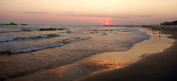 Берег моря... / на закате