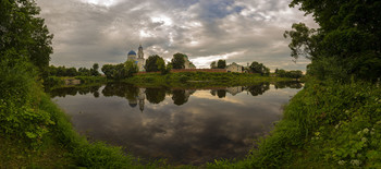 Монастырь у озера / Калужская область. Монастырь Тихонова пустынь.