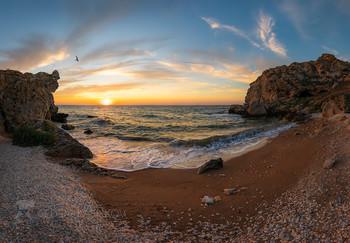 Азовское море / Красочный закат, наполненный запахом моря, шумом прибоя.  Караларский природный парк. Район Генеральских пляжей. Полуостров Крым.  24 июля, 2020 года.