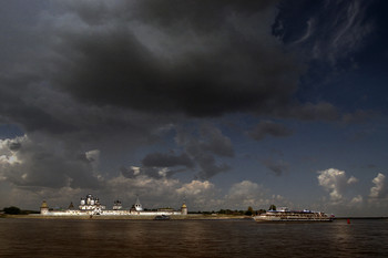 """Из далека долго / ...Во время """"экологического"""" круиза по Волжскому бассейну"""