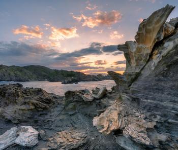 Среди скал / Национальный парк К;ап де Креус, Коста Брава