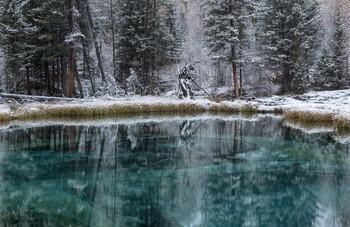 Хранитель озера. / Озеро , после первого снегопада.
