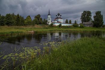 / Кравотынь. Церковь Введения во храм Пресвятой Богородицы.