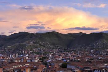 небо над Куско / Куско, столица древней империи Инков. 3500 метров над уровнем моря, атмосферное давление 500 мм ртутного столба.   Из-за карантина в стране мы прожили здесь 4 месяца вместо запланированной недели.