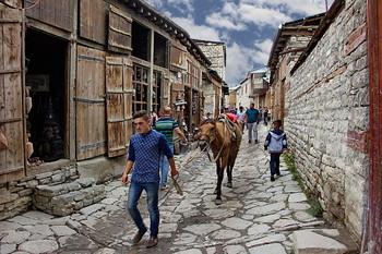 В одном южном городе / Снимок сделан в старинном городе Лахыдж. Азербайджан.