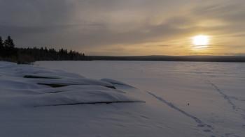 / рассвет,озеро,лодки