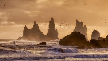 Морские утесы Рейнисдрангар / Исландия