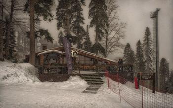 Кафе Сугроб 1460 метров над уровнем моря... / Курорт Красная поляна.
