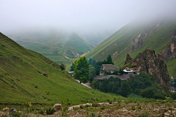 Жизнь в ущелье / Снимок сделан в селе Лаза Кусарского района. Азербайджан.