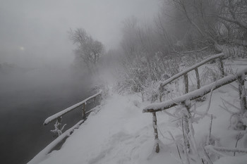 Зимний берег / Россия. Тула. Косая Гора. Озеро Горячка.