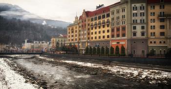 Роза Хутор.. / Долина раскинулась по берегам реки Мзымта, здесь набережная, красивая площадь с ратушей, гостиницы, магазины ...