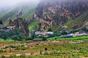 Между скалами / Высокогорное село Лаза в Азербайджане
