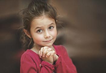 Просто девочка.. / Ты можешь бегать и прыгать столько, сколько захочешь..., волос твой растреплется..., и ты все равно прекрасна...