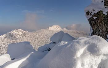 / горы,снег, сугробы