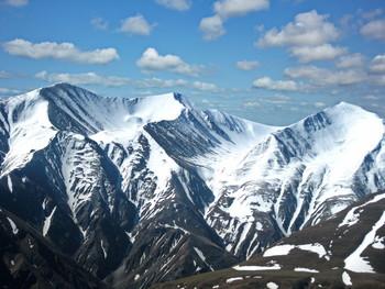 Снежные вершины. / Малые кавказские горы