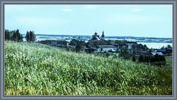 Глядя на Горицкий монастырь / Берег Шексны. (слайд 1980 г.)