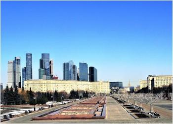 Вид на Парк Победы весной / Москва, весенний день в Парке Победы