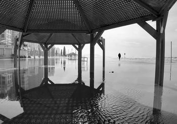 подтопленный пляж / Тель-Авив, зима 2021-го.