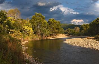вечером у реки / Река Сучан в сентябре.......перед грозой.