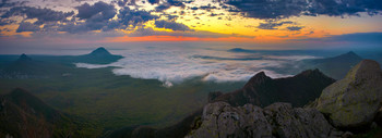 Майский рассвет над облаками / Гора Бештау, рассвет на высоте 1200 метров над уровнем моря