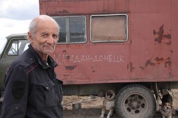 Еду я на Родину... / Анатолий Мешков едет на стареньком ГАЗ-52 из Магадана в Донецк. В сентябре этого года ему 70.С ним самое ценное- семь собак и кошка с котятами.