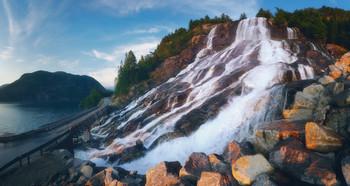 Придорожный водопадик / Южная Норвегия, Хардангер-фьорд.