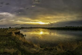 Починається дощ... / 26.06.2021. річка Десна, село Зазим'я.