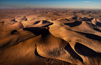 Полет на закате / Дюны пустыни Намиб, Белл 407