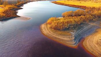 Песчанные ступени. / Река Тура. Взгляд сверху. Необычный окрас воды.