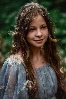 Перьевой портрет / модель Юлиана Смирнова платье предоставлено студией «Косплей»