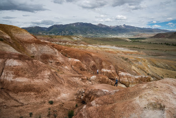 """Цветные горы / Так называемый """"алтайский марс"""" Название вполне подходящее, вокруг скудная растительность, изрезанный рельеф и много желто-красных оттенков"""