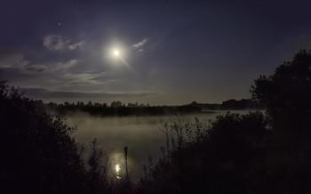 Туманная ночь... / 25.07.2021. річка Десна, місто Остер,