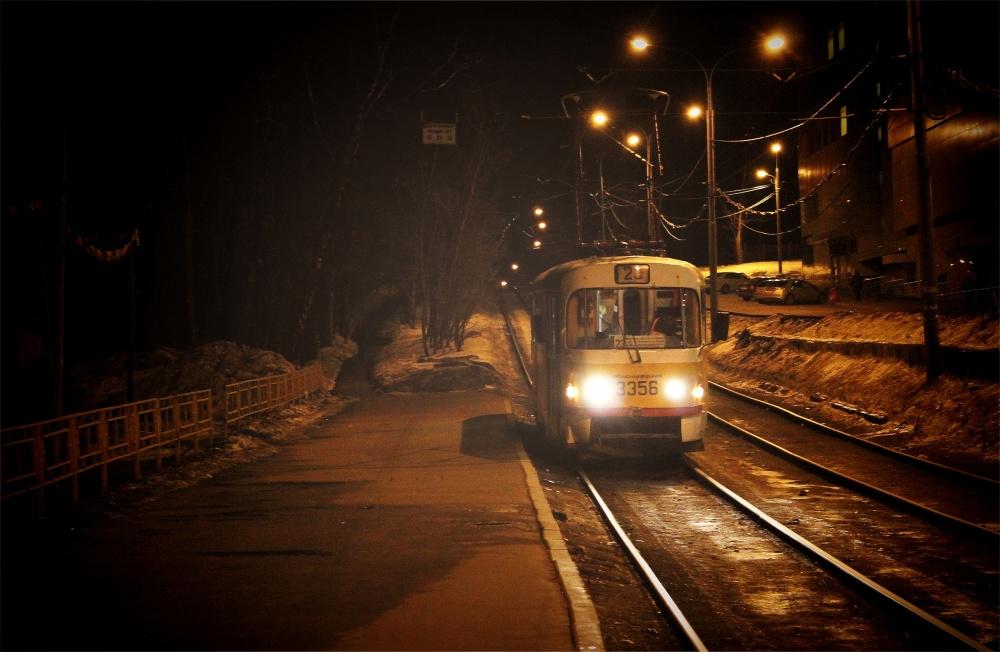 фото в трамвае ночью занимается только