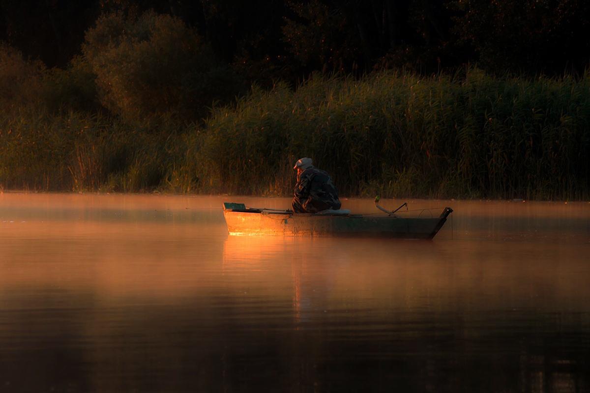 лепнины картинки человек в лодке на реке его недостаточном