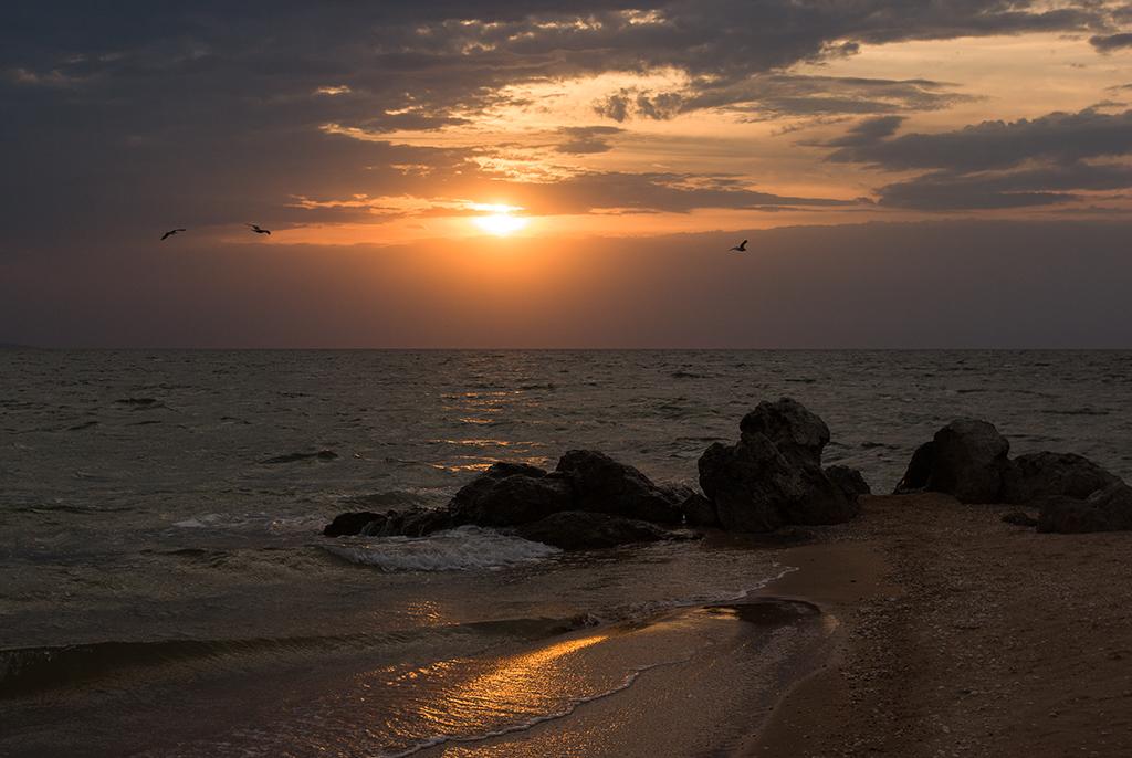 крым море на закате фото туристов бетоны