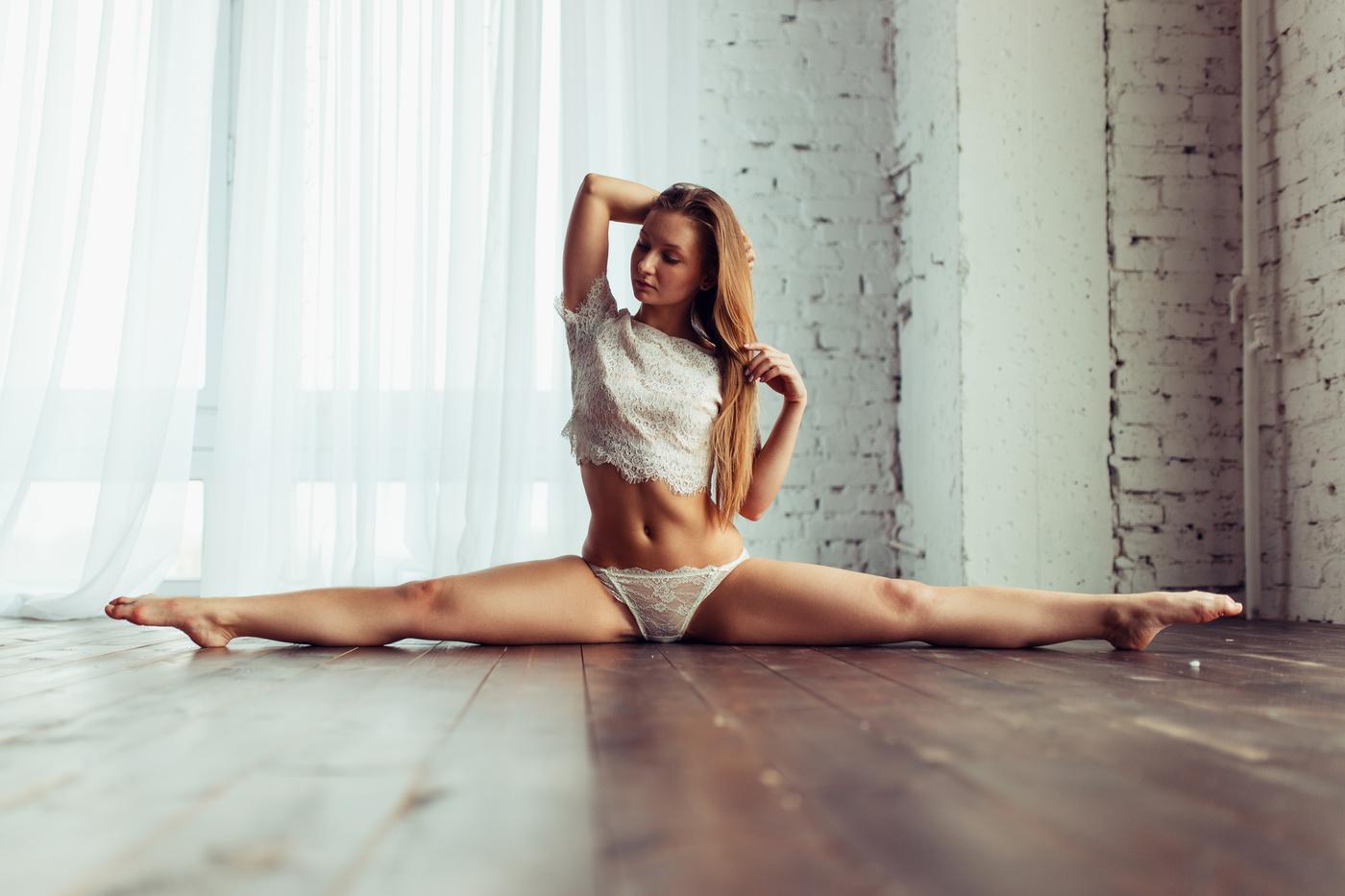 картинки голых девушек на шпагате - 6